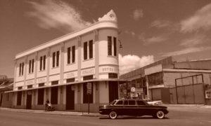 la-Botica-Solera.-BARRIO-MEXICO-COSTA-RICA-MERCEDES-300D-LIMOUSINE-TOURS.jpg